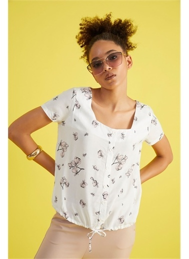 Z Giyim Kadın  Siyah  Desenli Kare Yaka Beli Bağlamalı Bluz Beyaz